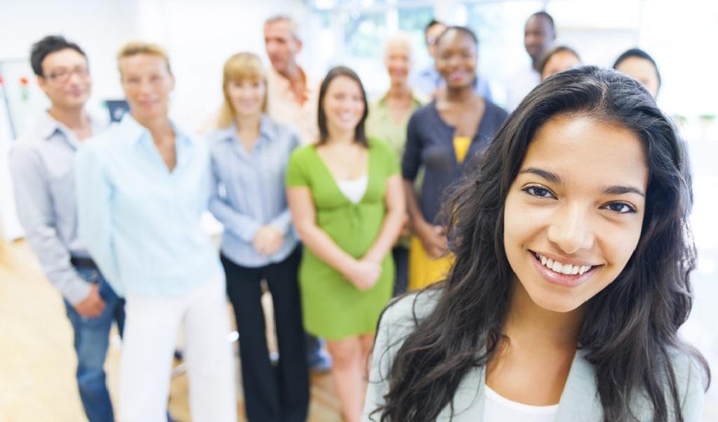 Glad grupp som deltagit på kulturkurser